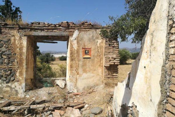 Artista replica pinturas famosas em lugares incomuns e abandonados 11