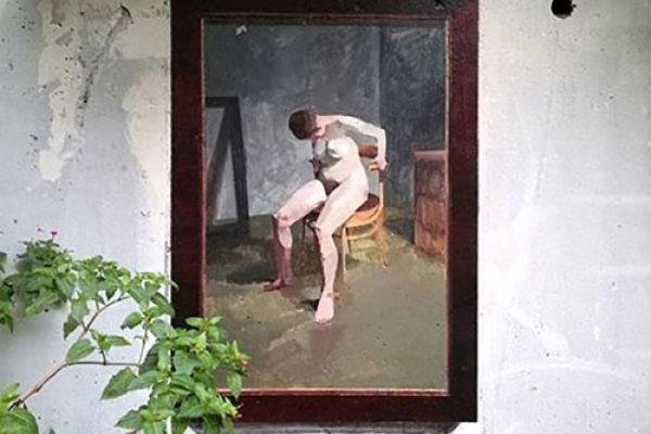 Artista replica pinturas famosas em lugares incomuns e abandonados 21