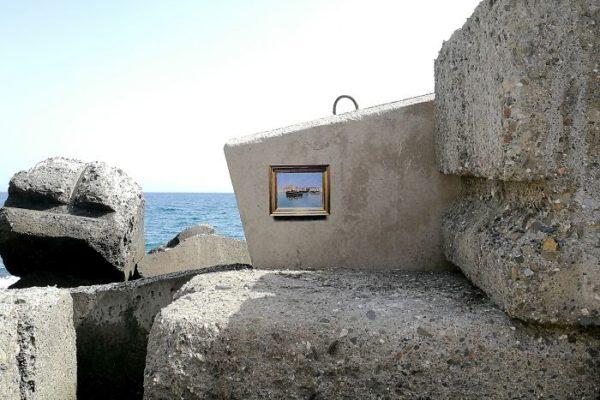 Artista replica pinturas famosas em lugares incomuns e abandonados 8
