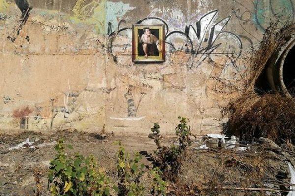 Artista replica pinturas famosas em lugares incomuns e abandonados arte no caos2