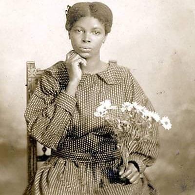 Maria Rita do Nascimento filha de pessoas em situação de escravidão, mãe de Marighella